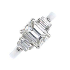 LOT:184   A platinum diamond five-stone ring.