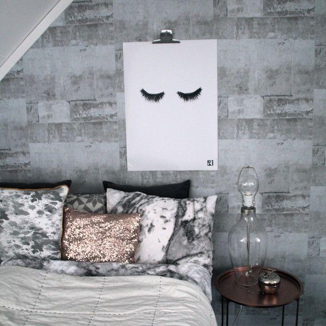 """""""Eyelashes i ett riktigt flott sovrum Jag älskar kuddar, den glittriga känns som ett måste www.ateljeepifor.se"""""""