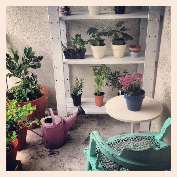 Upcycling Ideen für Pflanzgefäße am Balkon oder auf der Terasse aus alten Materialien.