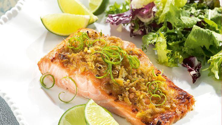 Smakowity przepis na pieczonego łososia w sojowo-imbirowej marynacie. Wypróbuj koniecznie!