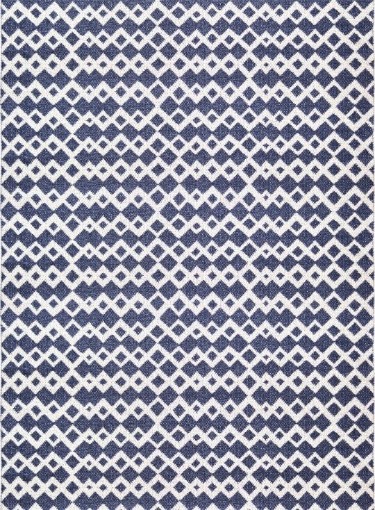 Alma - Brita Sweden rugs are made from soft plastic foil and has been produced in Sweden according to old Swedish weaving traditions. It contains no heavy metals or toxic softeners.