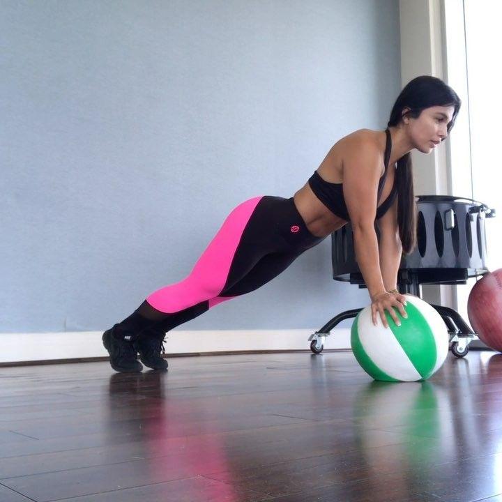 """33 Likes, 1 Comments - Luz Herrera (@luzherrera__) on Instagram: """"Hola chicas les cuento que con este Balón Medicinal logre lo que no me imaginaba 😰🙌 pues hice este…"""""""