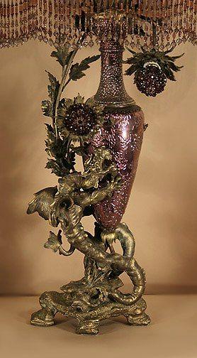 Антикварные лампы и вышитые абажуры.  В викторианском и арт-деко стилях.