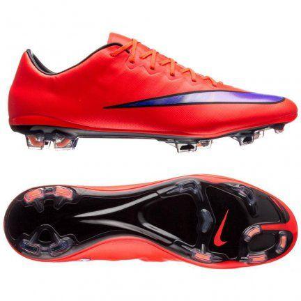 Lubisz szybkość podczas gry? Chcesz mieć całkowitą kontrolę nad piłką? Wypróbuj Nike Mercurial Vapor X FG! Super cienka cholewka Teijin wykonana z jednego kawałka mikrofibry doskonale dopasowuje się do kształtu stopy, zapewniając kontakt z piłką porównywalny do gry na boso.  #WnaszymSklepie #BestGol #Nike #NikeFootball #PiłkaNożna #Futsal #Football #Futbol #BestGol #Goal #Piłka #Ball