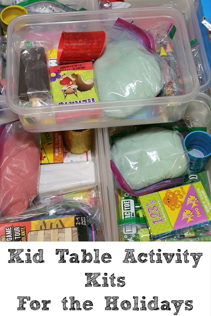 These Kid Table Activity Kits For Holiday Gatherings are easy to make!! Plus they pair up great with a Homemade Play Dough Recipe!  #ZiplocHolidayUAI #ad
