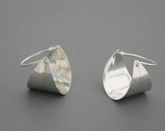Grote spiraal draad-oorbellen in zilver Rachel door rachelwilder