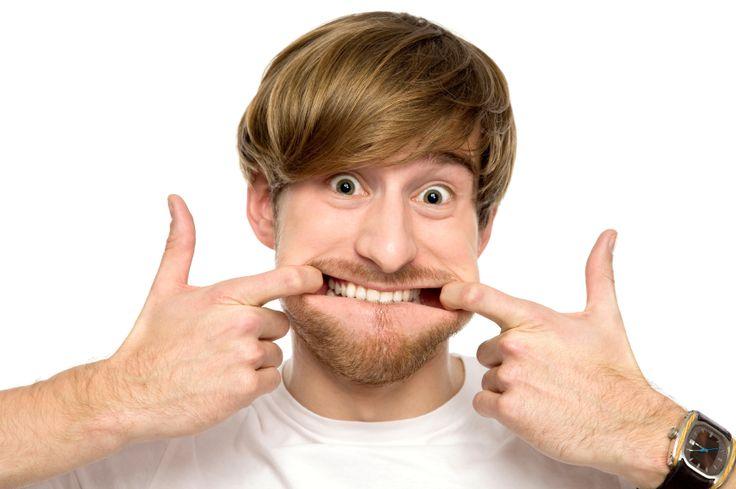 Hábitos do dia a dia que parecem inofensivos podem causar em longo prazo marcas desagradáveis no rosto – as famosas rugas. Dormir de bruços com o rosto de lado e as mãos na bochecha, roer unhas, morder o lábio inferior, apoiar a cabeça nos braços e mastigar apenas de um lado podem ser causas dessas linhas no rosto. Sabia? E você sabia que existem exercícios simples, cientificamente eficazes no combate a flacidez facial e as rugas? Não é balela, médicos ao redor do mundo inteiro garantem que…
