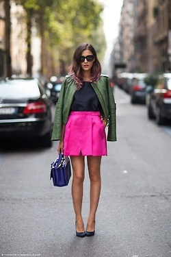 Eleonora Carisi in a colorful outfit. Perfect combination.