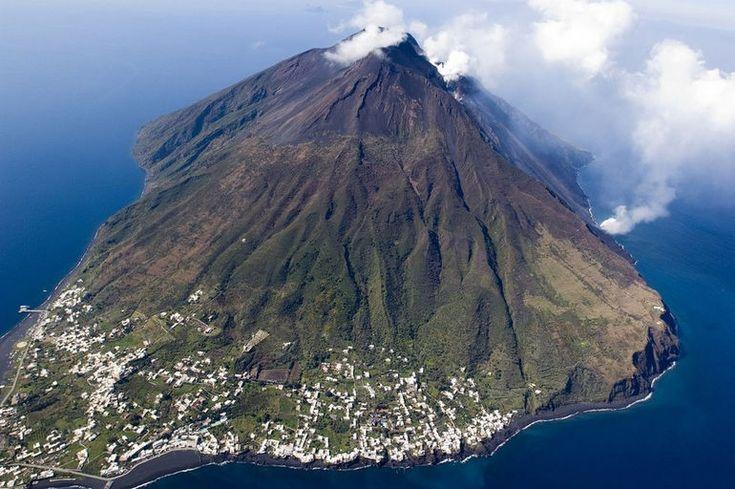 Вулканический остров Стромболи: место для экстремального альпинизма (Италия)
