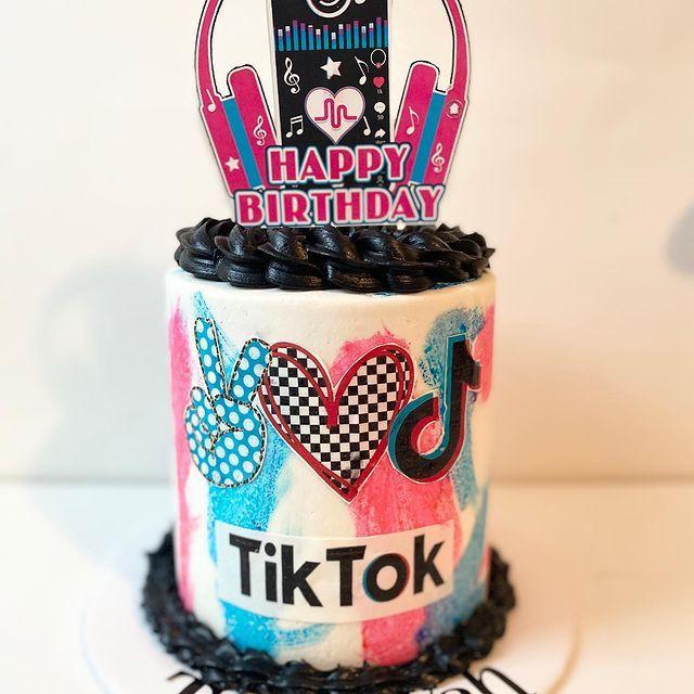 Pin By Caketastik On Tiktok Birthday Cake Ideas In 2021 Mimi Birthday Family Birthdays Christmas Gift Box