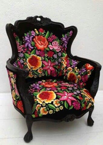 Mueble con tela Mexicana