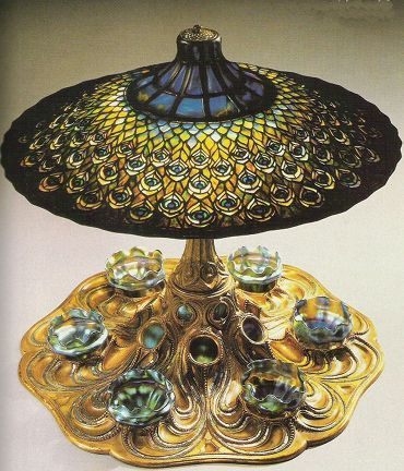 Louis Comfort Tiffany - Pavone_Lampada da tavolo