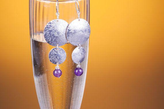 Orecchini in lamina di alluminio earrings battuto e di GrovigliLab