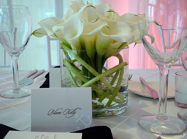 Twisted mini calla lily...clean,modern,sophisticated