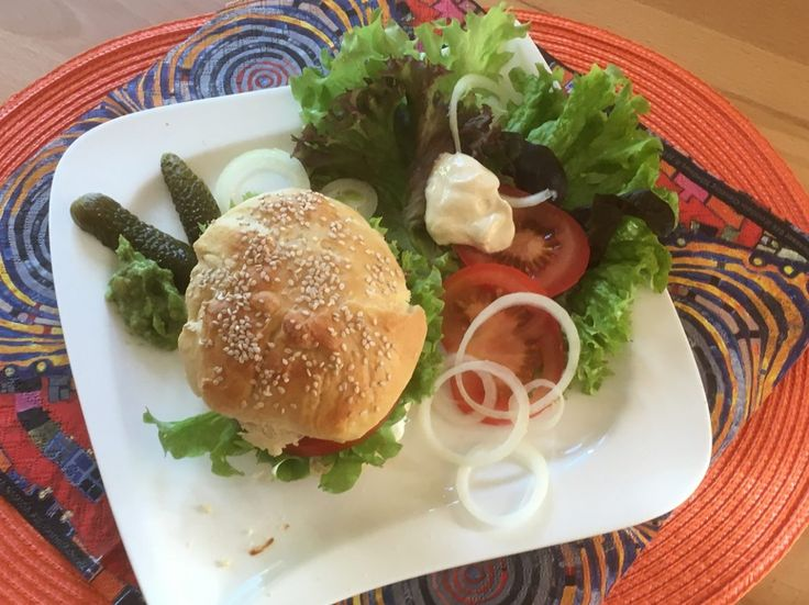 Hamburgerbrötchen  Eine perfekte Alternative zu Fertigbrötchen!  Idealerweise versucht ihr dazu meine selbstgemachten Fleischlaibchen!  Rezept findet ihr im Link!