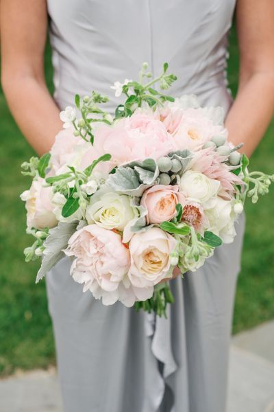 40 bridal bouquets to inspire you for your 2017 wedding. Add a splash of colour to complete your look with the best flowers! Image: 8