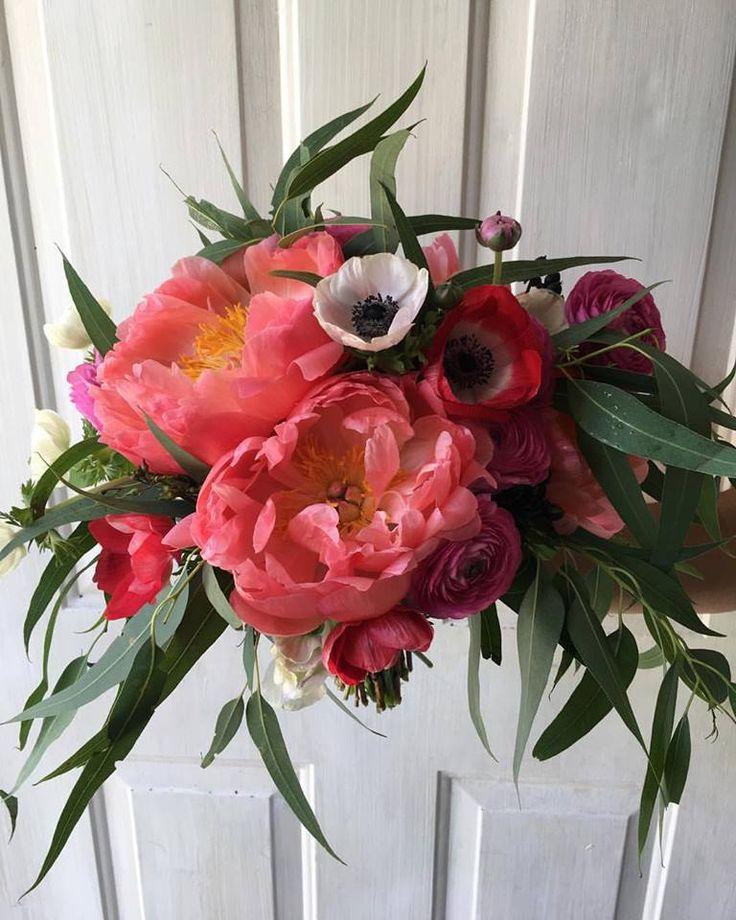 Cbr390 Weddings Riviera Maya C Red Pink And White Flowers Peonies Anemonas Ranunculus Messy