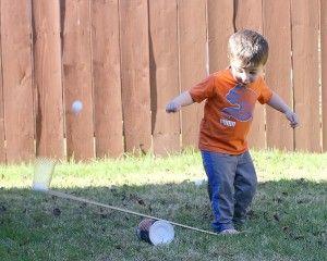 De lancering van Ping Pong Ball Sneeuwpoppen met een hefboom (Science for Kids) ~ Buggy en Buddy