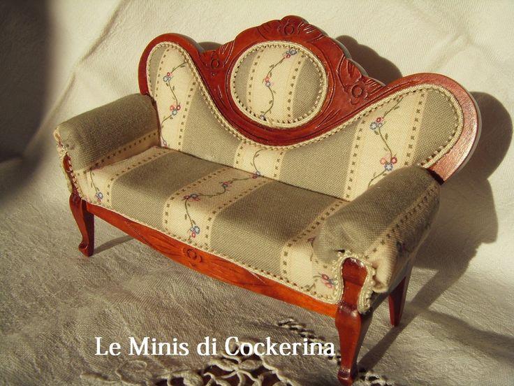 il classico divano vitoriano rosso, rivisitato