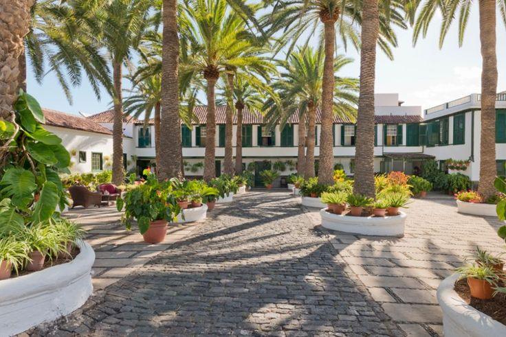 Dieses Hotel gehört zu einer Spezies, die auf Teneriffa vom Aussterben bedroht ist: Eine Unterkunft mit weniger als 300 Betten, Mahlzeiten mit regionalen Produkten und einem Pool ganz ohne Antike-Säulen-Optik.
