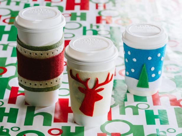 Handmade #Christmas coffee cosies.Coffee Lovers, Homemade Christmas Gifts, Gift Ideas, Handmade Christmas, Holiday Gifts, Handmade Gift, Easy Handmade, Hostess Gift, Coffee Cozy