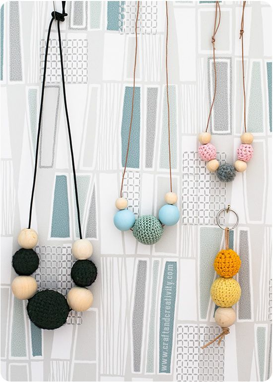 Halsband med virkade pärlor – Crochet wooden bead necklaces