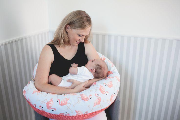 Baby Schläft Auf Großen Kissen