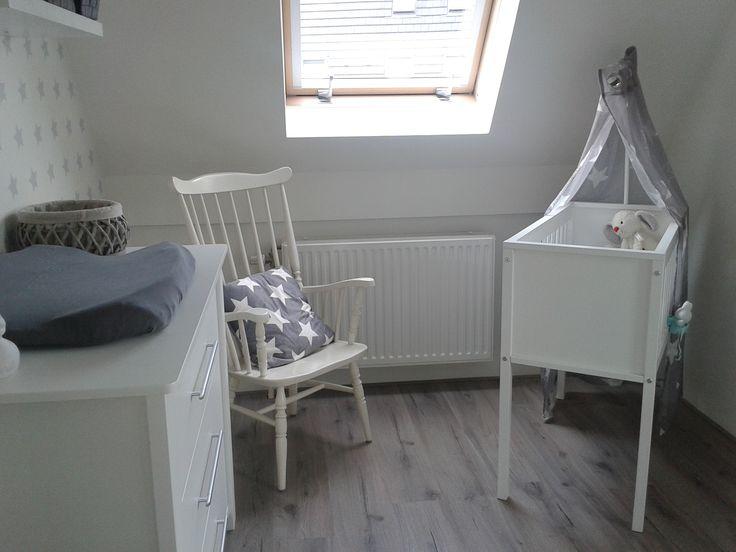 Stylvolle, rustieke babykamer ontworpen door roomzzz.nl