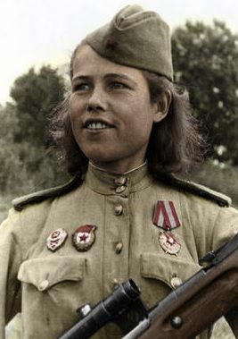 Советский снайпер 21 Гв .дивизии гвардии  сержант Мотина ..