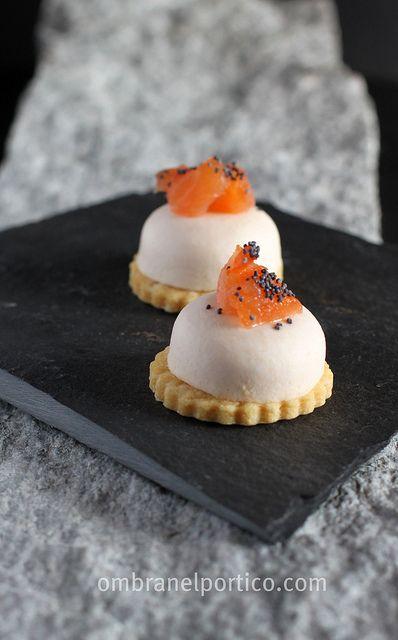 Pasticceria salata:sable e mousse di salmone