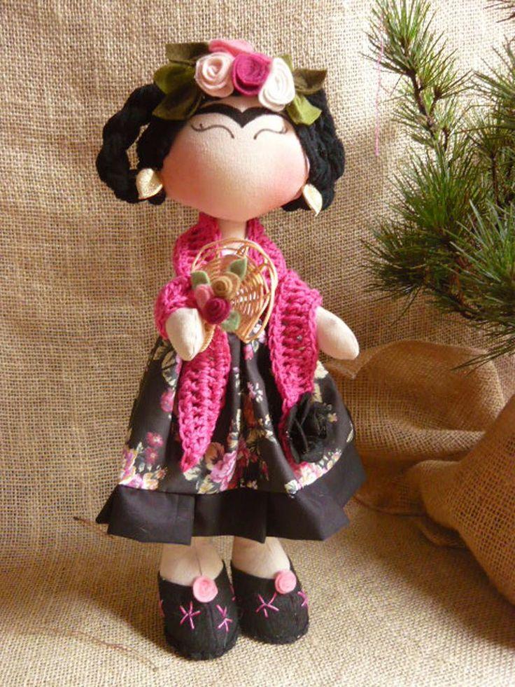 Linda boneca Frida Kahlo <br>35 cm de pura lindeza! <br> <br>Solicite os tecidos disponíveis para produção - Foto ilustrativa.