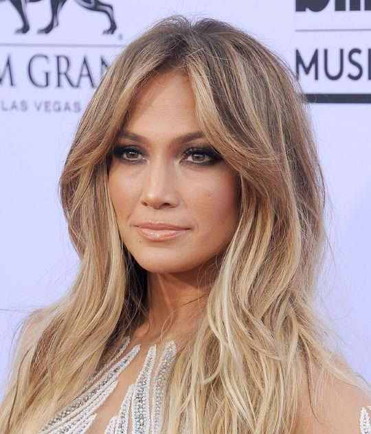 Jennifer Lopez' soft waves and smoky eye makeup at the 2015 Billboard Music Awards