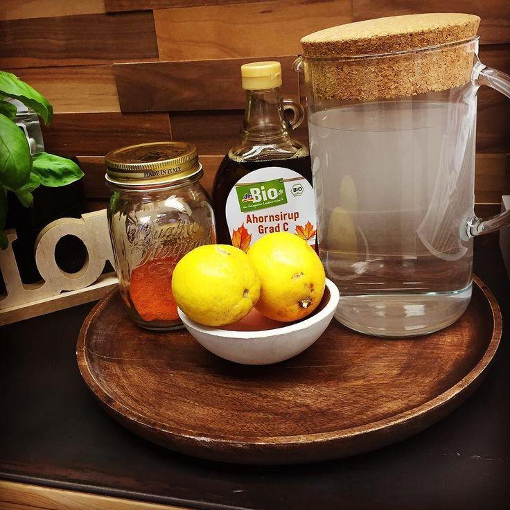 Kennt ihr #mastercleanse ?! Meine Wunderwaffe wenn ich mal über die Stränge geschlagen habe!Nur 1-3 Tage die #detox Limo und der Körper ist wieder #regeneriert!!! Das Rezept: 2 EL frisch gepresster Zitronensaft 2 EL Ahornsirup 1/10 Tl Cayennepfeffer 300 ml heißes Wasser. Je 6 Gläser am Tag ansonsten NUR Wasser! #intermittentfasting #nodiet #anticellulite #shapefitness #beautybody #mbcthedifferenceworks #healthyfood #bikinibody #metabolismbooster by sinaida_shiva