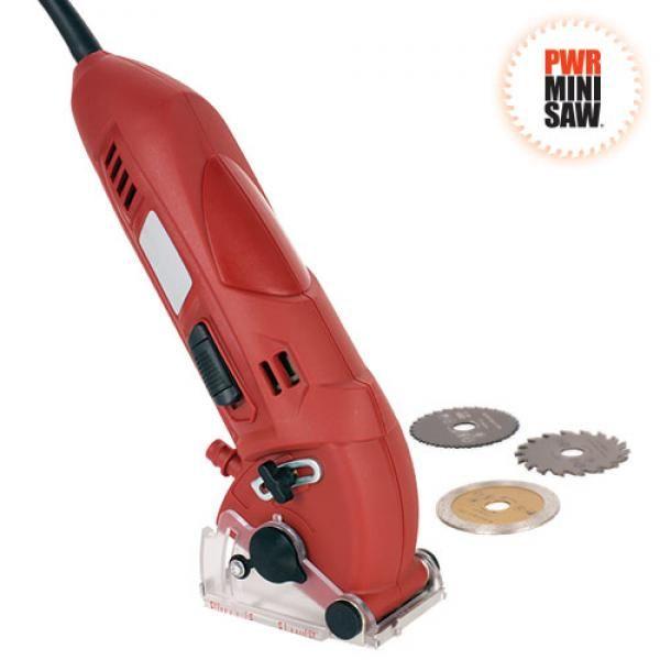 Comprar PWR Mini Saw Sierra Circular de Mano al mejor precio. Te presentamos la fabulosa sierra de corte circular. Ahora podrás hacer tus tareas de bricolaje como si fueses un profesional. Una sierra eléctrica de gran precisión, ligera y versátil, que incluye tres discos diferentes de corte para cortar todo tipo de materiales: azulejos, gres, madera, metal, moqueta... La Sierra Circular de mano PWR Mini Saw, cuenta con una potencia de 400W y 3400 rpm, que te permitirá realizar cualquier tipo…