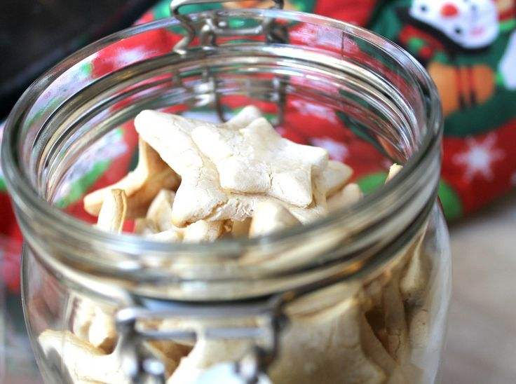 Biscuiti fragezi fara zahar, fara gluten si fara grasimi adaugate.