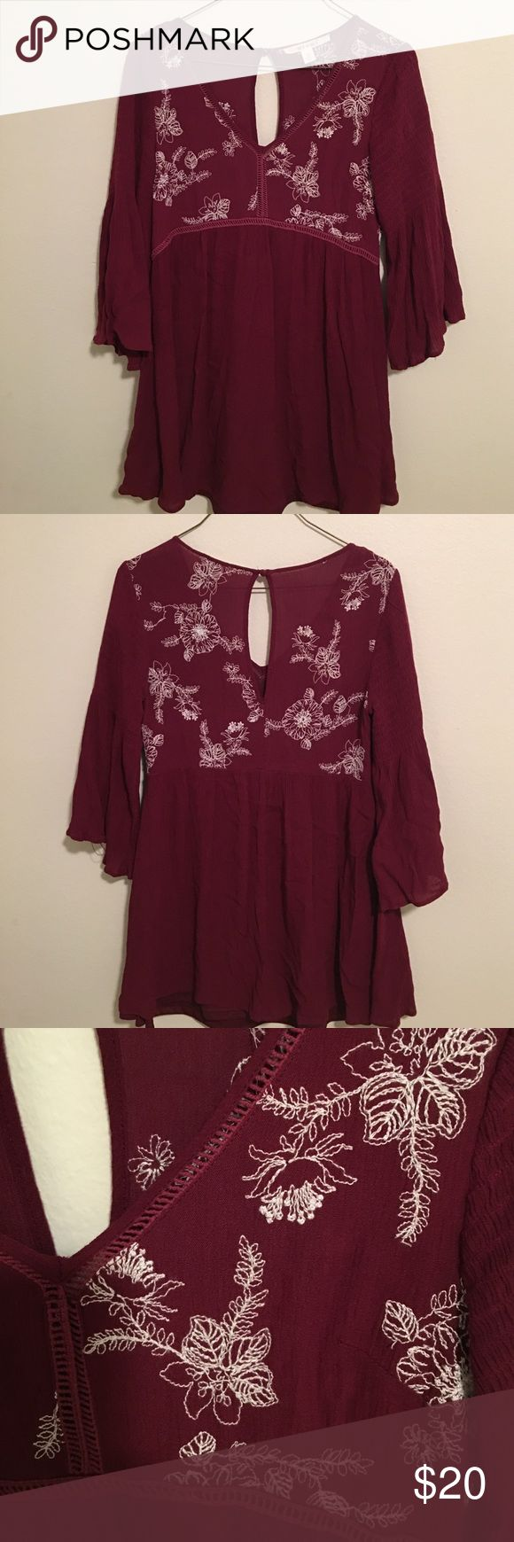 Francesca's Bell-sleeve Tunic Dress Bell-sleeve tunic dress with a keyhole back. Size: x-small. Worn twice Francesca's Collections Dresses Long Sleeve