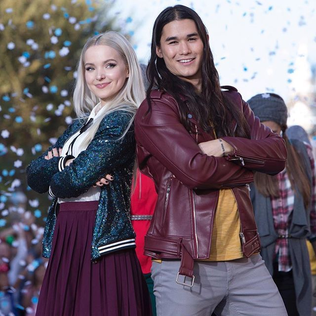 Dove Cameron and Booboo Stewart in the Descendants Disney channel holiday special#Descendants2
