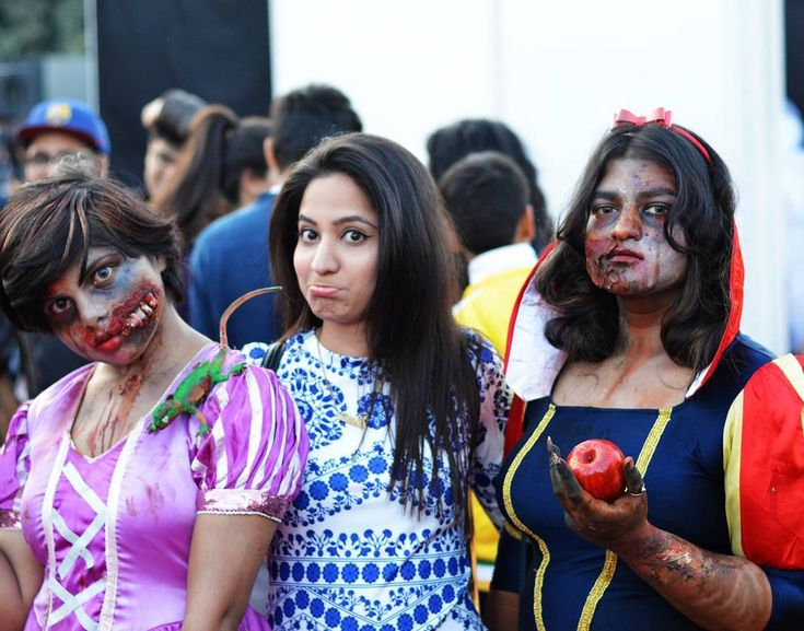 Walking dead Wanna eat that ? . . . #walkingdead #zombies #cosplay #scared #darr #nofilter #comiccon #throwback