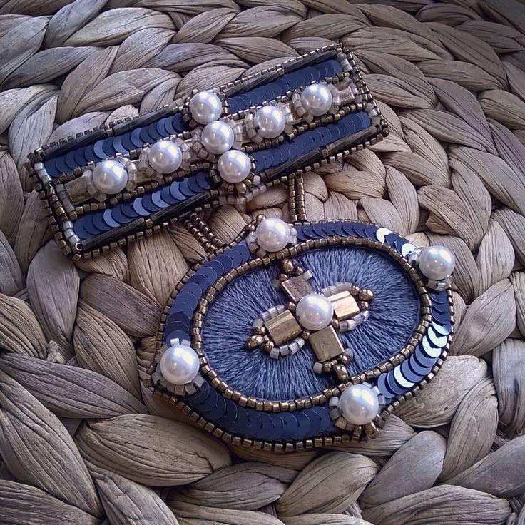 Подсела на сочетание темно- серого и бронзы. Оч благородное, на мой взгляд. Материалы как всегда. #swarovski #russiandesigner #beauty #handmade #jewellerydesign #russia #beads #design #seedbeads #jewellery #style #fashion #fashionista #сваровски #стиль #дизайн #ручнаяработа #дзайнерскиеукрашения #вышивка #винтаж #авторскиеукрашения #бижутерия #bijou #bijouxlovers #mysolutionforlife