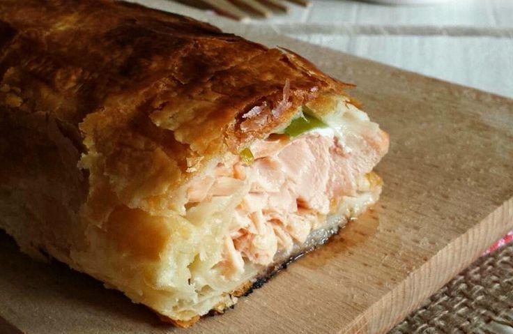 Il filetto di salmone in crosta è un secondo piatto elegante da presentare.La croccantezza della sfoglia e la morbidezza del salmone, conquisteranno tutti
