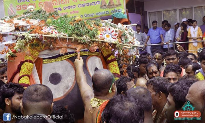 Exclusive pictures of ‪#‎NabakalebaraRathaJatra‬- 'Pahandi of Lord Jagannath': The Pahandi of Lord Jagannath is the most colourful show of the Ratha Jatra in which the idol is held tightly in the arms by Daitapatis. The idol is pulled from behind and the front alternatively with the ropes tied firmly to his body. The deity is made to jump from place to place and advanced to his charoit NandiGhosa.