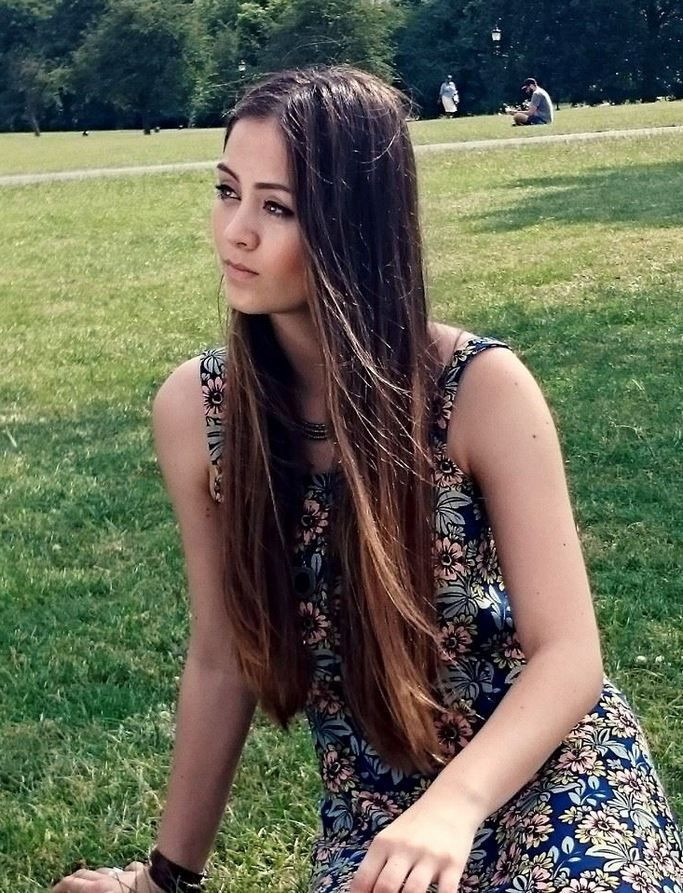 Jasmine Thompson... Looks soooo much like my friend!!! It's almost eerie, the resemblance!