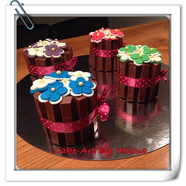 Flower KitKat cupcakes