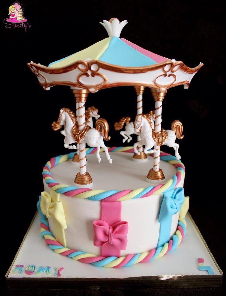 Carrousel fondant cake g teaux carrousel chevaux for Atelier de decoration