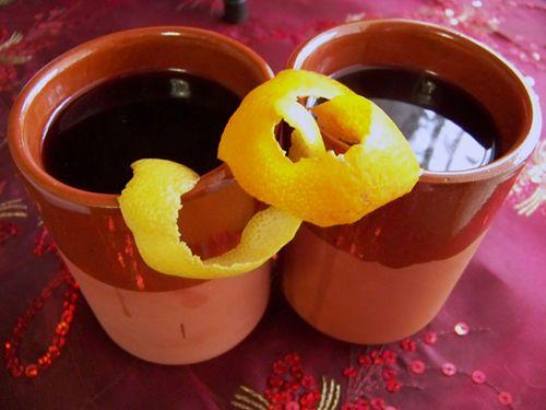 Tronco de Yule    EL TRONCO DE YULE       Este es el dulce típico de Yule, haciendo referencia a la tradición pagana del Tronco de Yule  ...