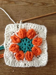 Spring Flower Granny Free Pattern and tutorial ❥Teresa Restegui http://www.pinterest.com/teretegui/❥