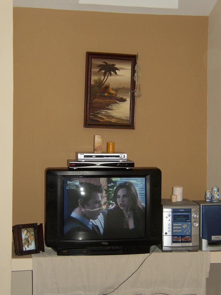 נישה בחדר  למערכת שמע וטלויזיה