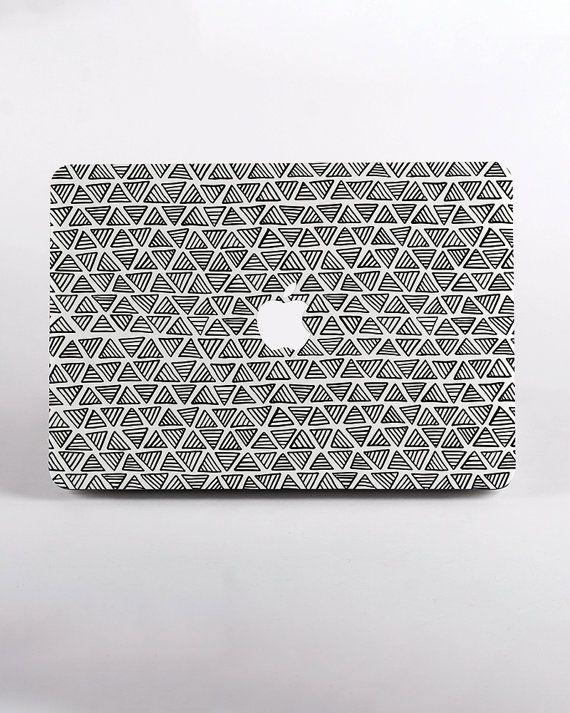 Blanc écran RETINA de Triangles Macbook PRO 15 de la caisse -B-STock  Veuillez noter que cette peur est à un prix réduit, parce qu'il ressemble un peu transparent par rapport à ce qui est la conception originale. Une fois sur l'ordinateur portable réelle, il devrait ressembler fine. L'impression elle-même est très bien aussi. AINSI vous pouvez obtenir ce cas à un prix très réduit.  SUR LAFFAIRE  Les cas de MacBook ont deux parties : haut et bas, cependant limpression est seulement sur le…
