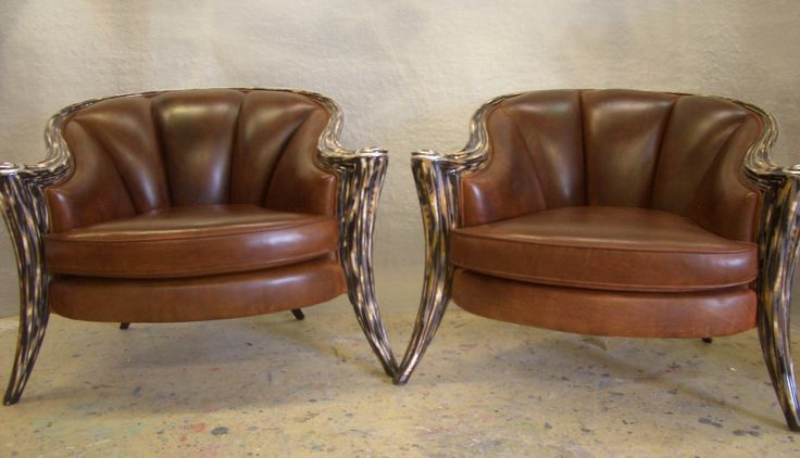 Upholstery in leather.