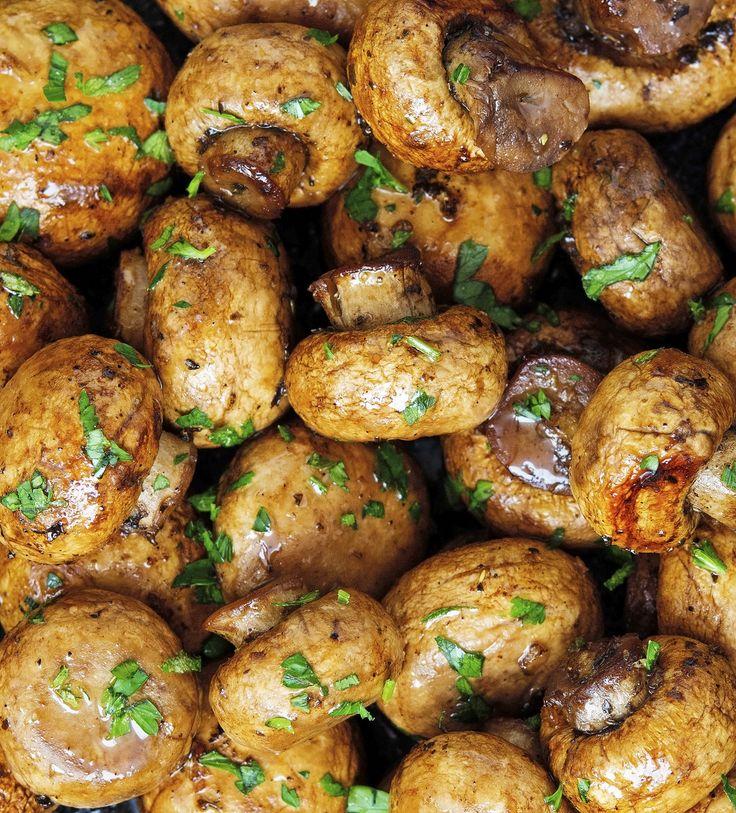 Easy Baked Garlic Mushrooms - white button mushrooms, balsamic vinegar, butter, garlic cloves, dried oregano, dried basil, salt, black pepper, fresh parsley (garnish)